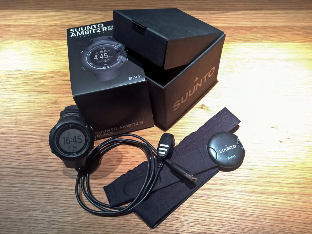 Suunto Ambit2 R s príslušenstvom. GPS a meranie srdcového tepu.