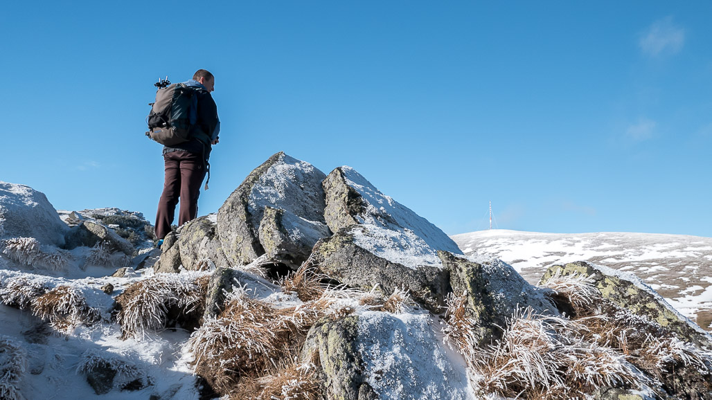 Výhľad na vrchol Kráľovej hole z Kráľovej skaly nad Telgártom