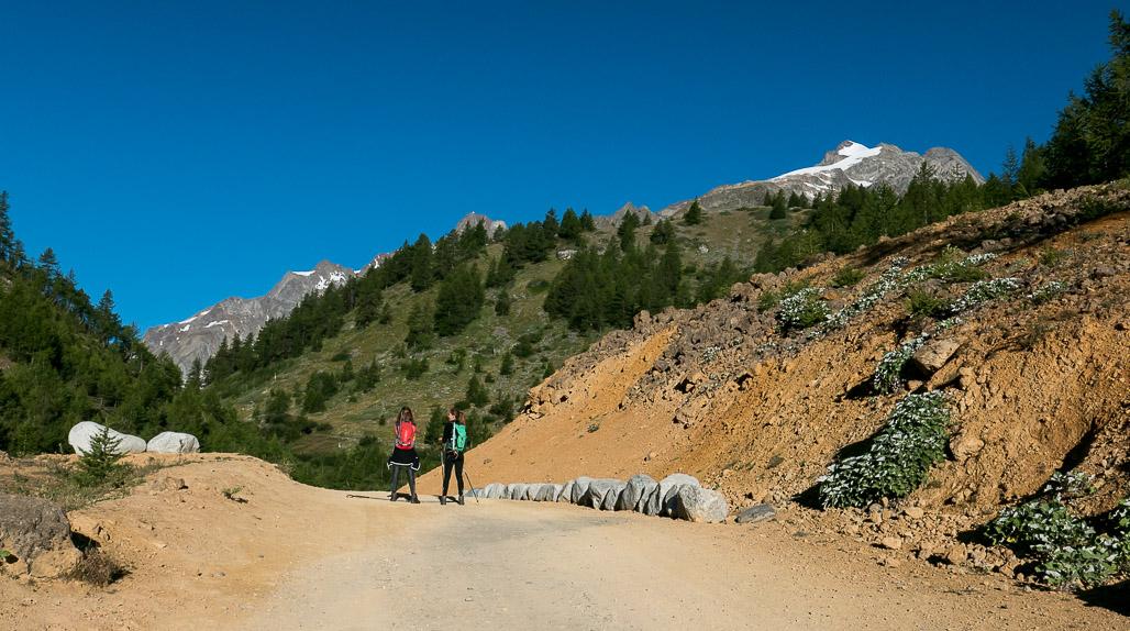 Motivujúci výhľad na zasnežený vrchol Petit Mt Blanc
